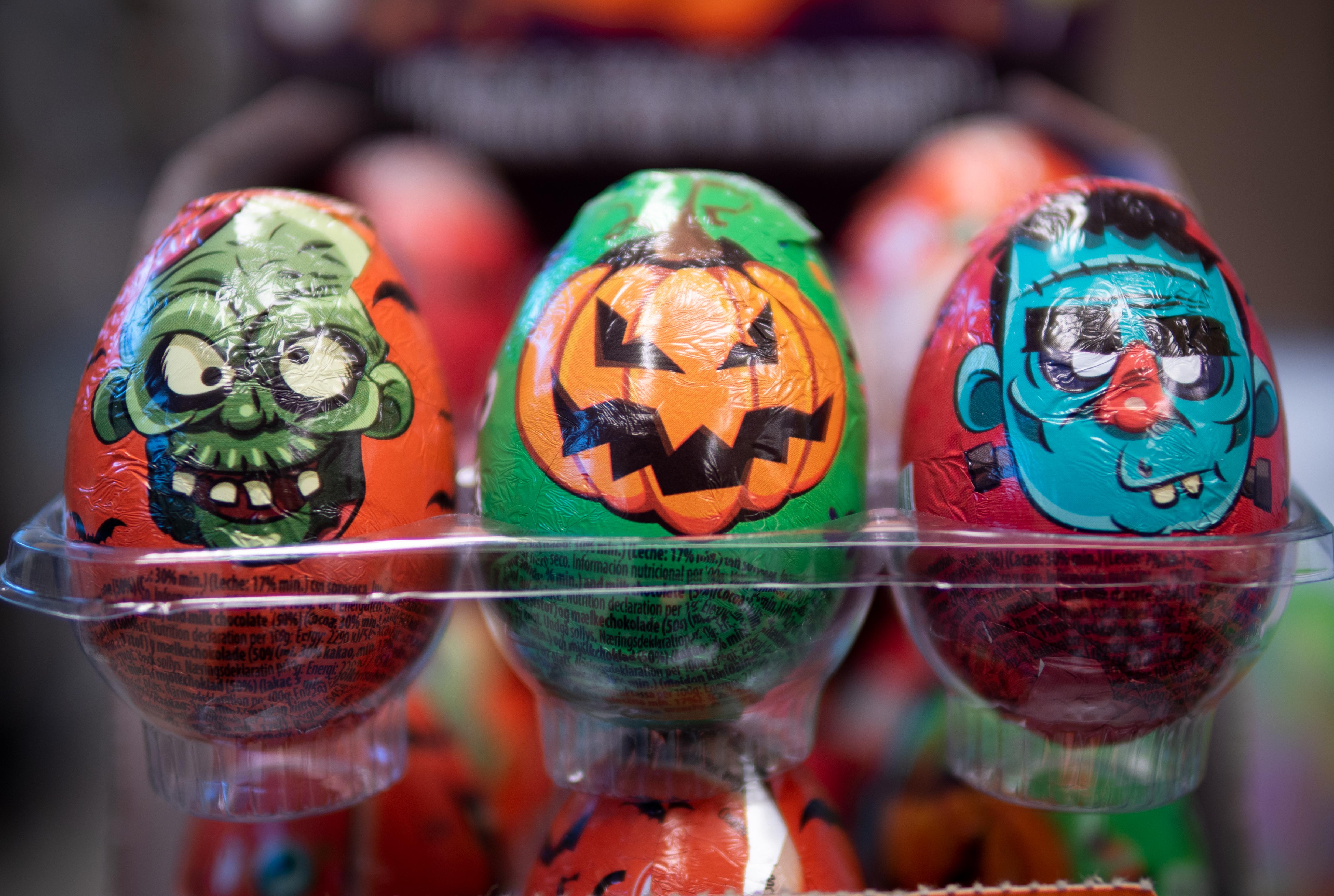 Halloweenin suklaamunia. Tuukka Lindholm.