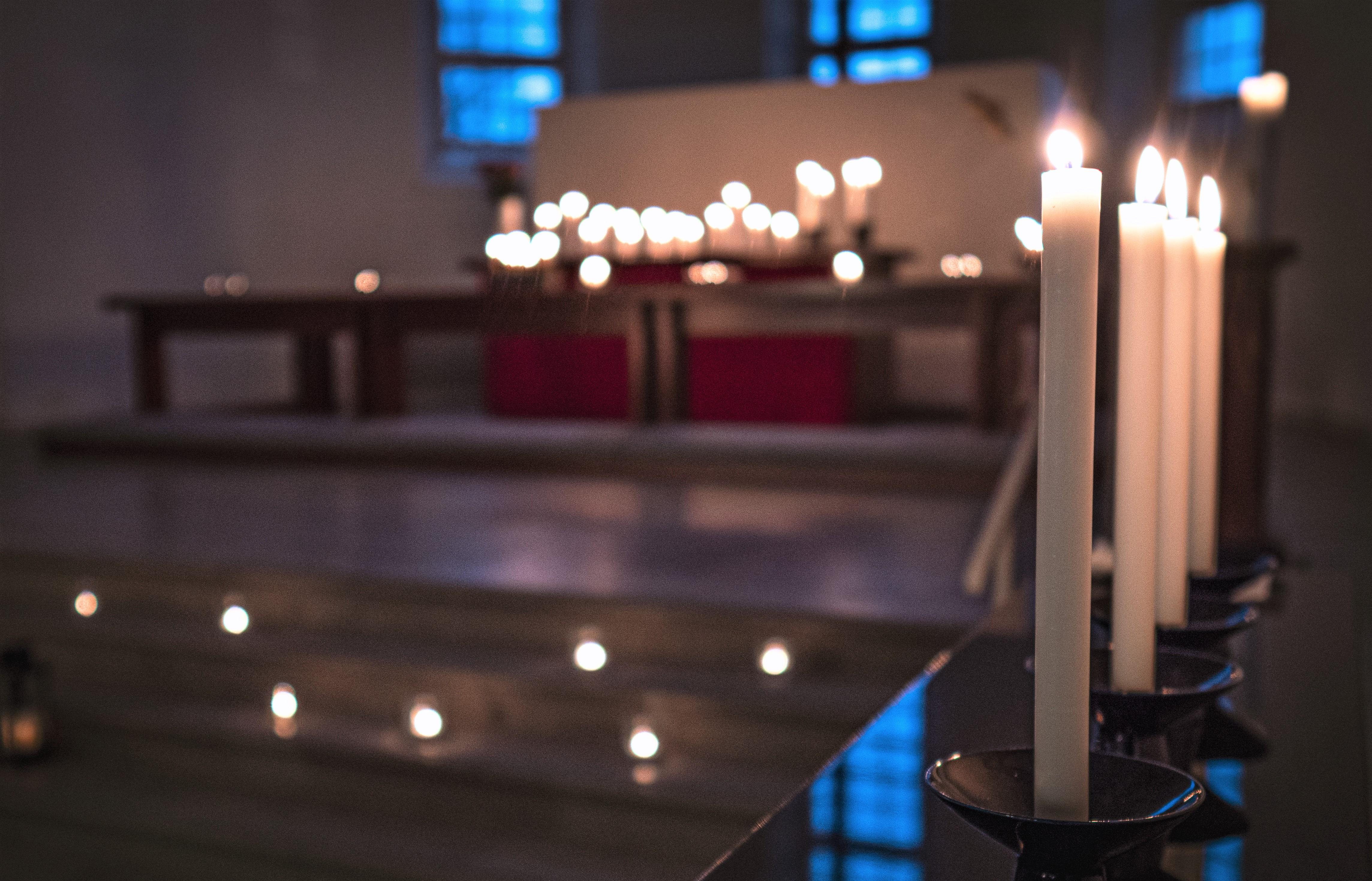 Kirkon kynttilät. Tuukka Lindholm.