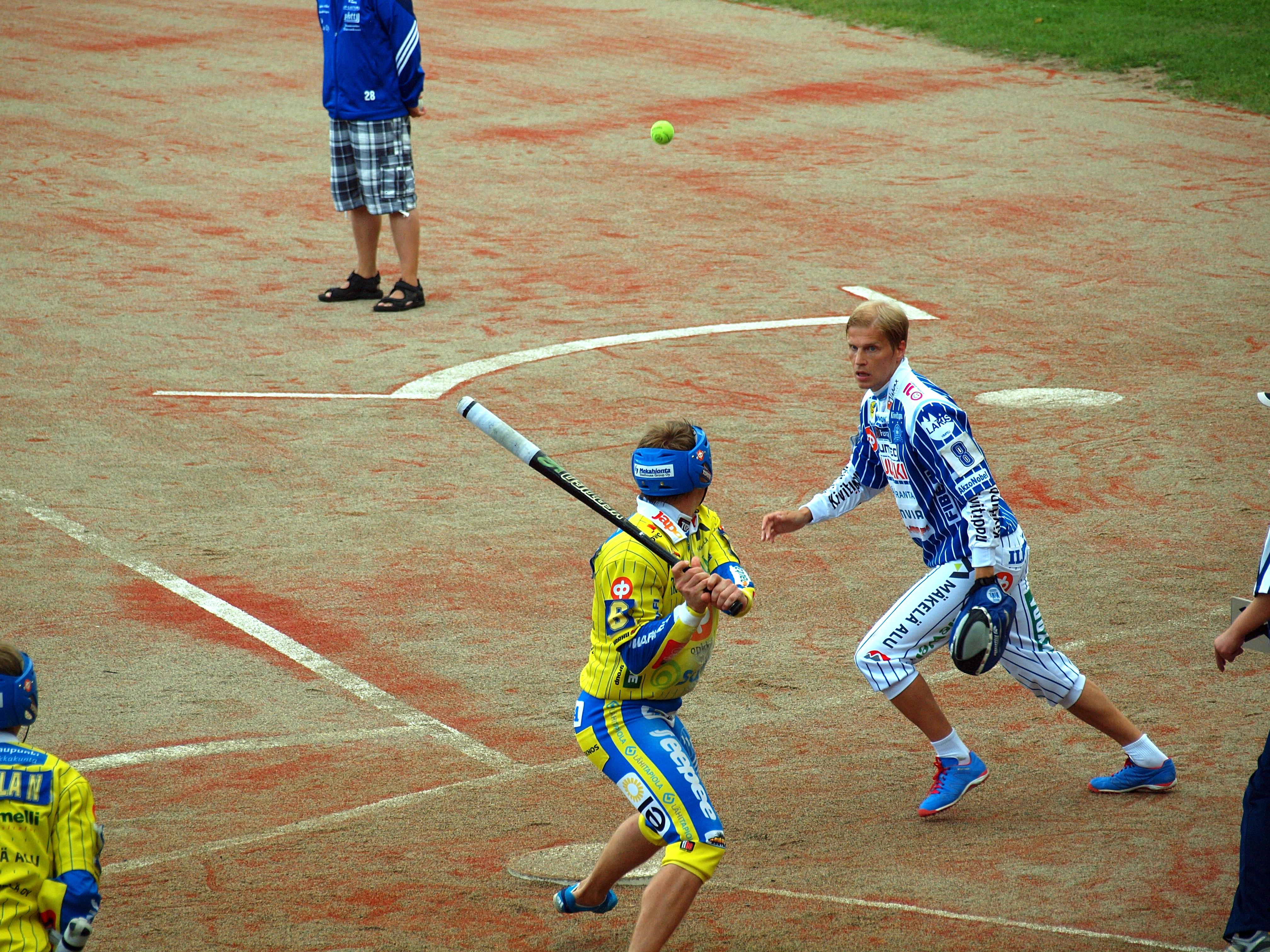 Alajärven Ankkurit - Vimpelin Veto pesäpallo-ottelu 10.8.2014. Santeri Viinamäki, CC BY 3.0 via Wikimedia Commons