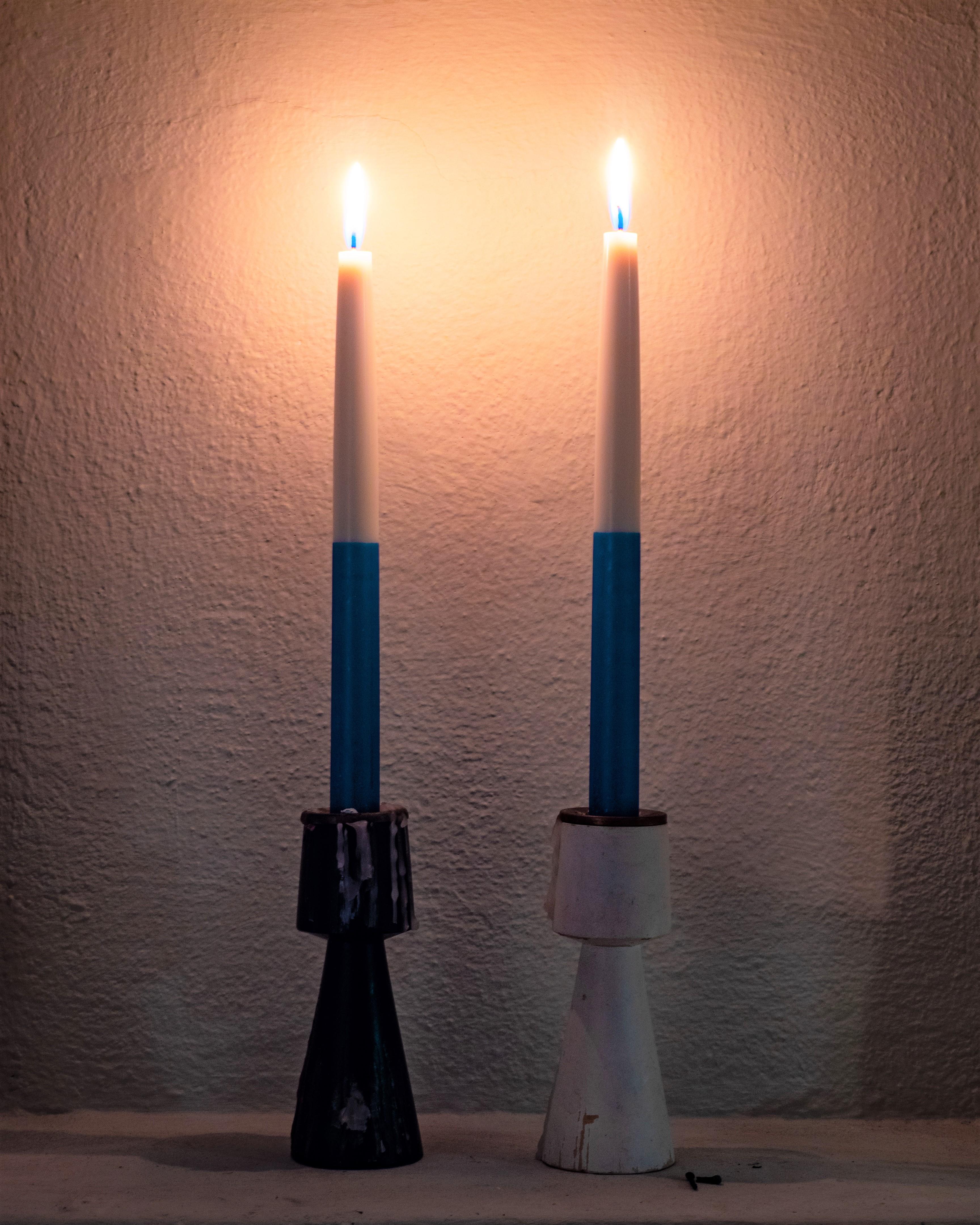 Kaksi kynttilää. Tuukka Lindholm.
