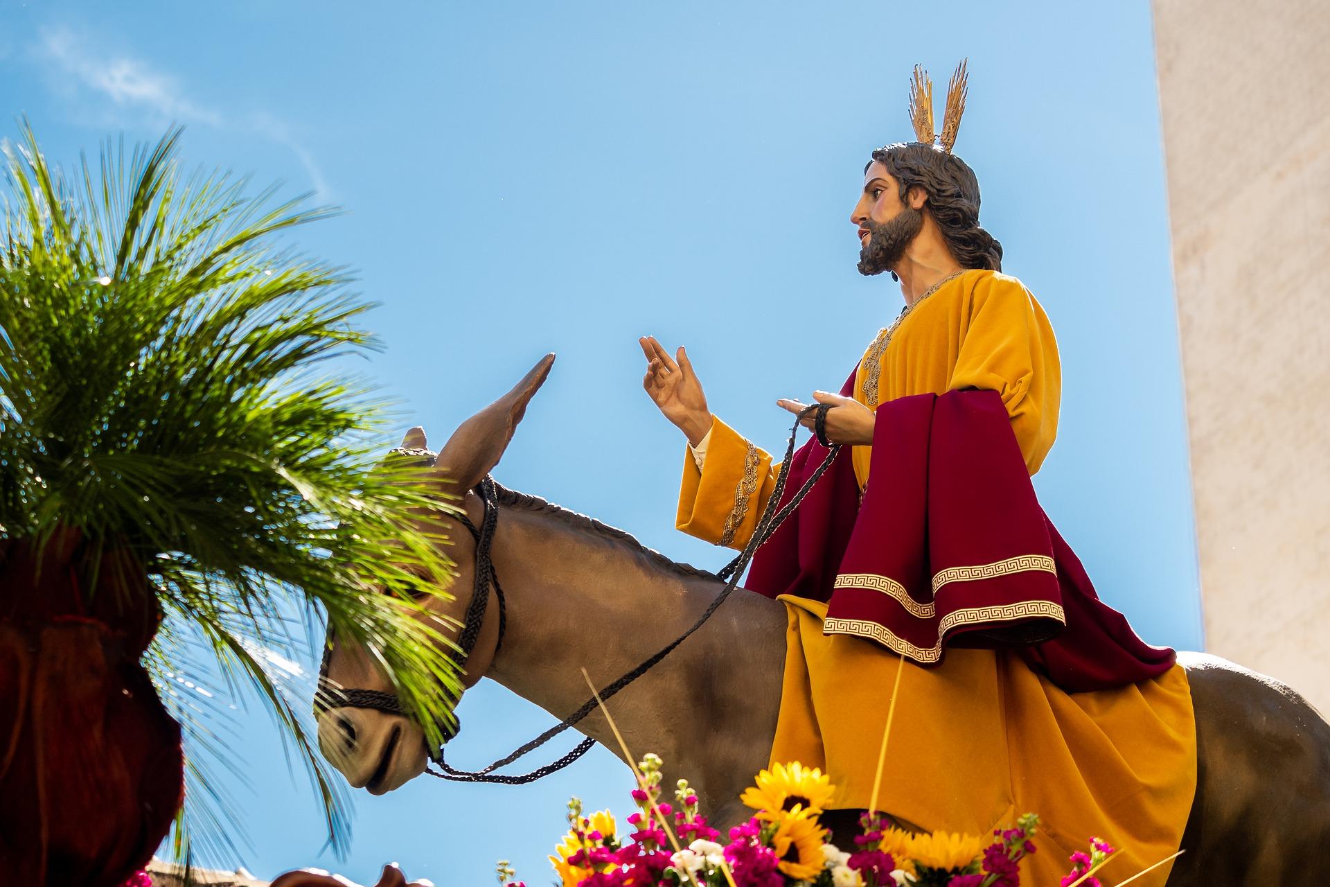 Jeesus ratsastaa aasilla. Pixabay.