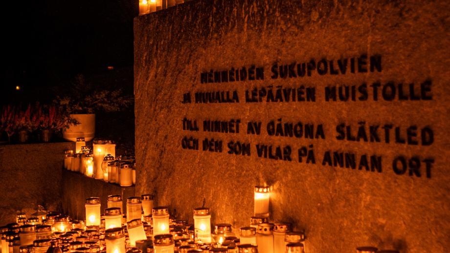 Pyhäinpäivän hautausmaa. Tuukka Lindholm.
