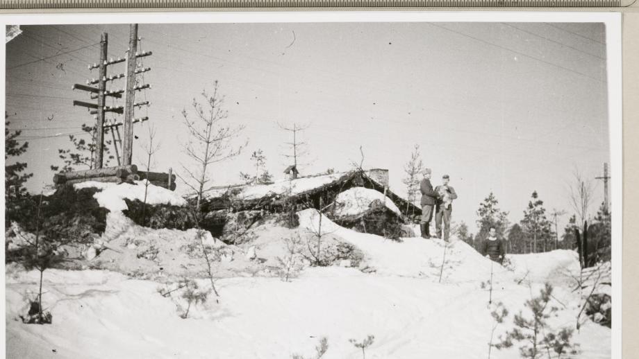 Korsu Syvärin Kuuttilahdessa 1944. Kuva Unio Hiitonen. SKS.