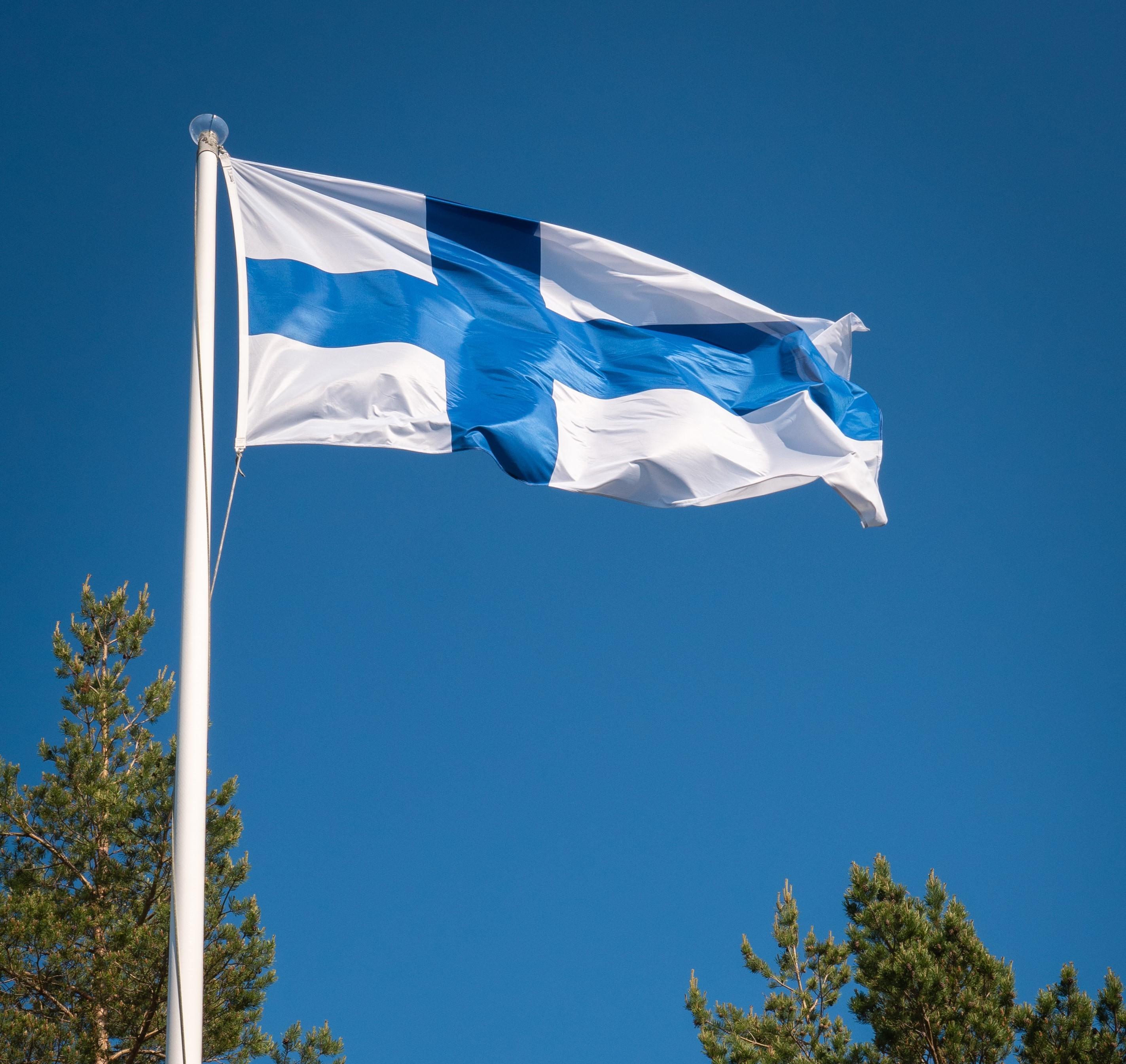 Suomen lippu. Tuukka Lindholm.